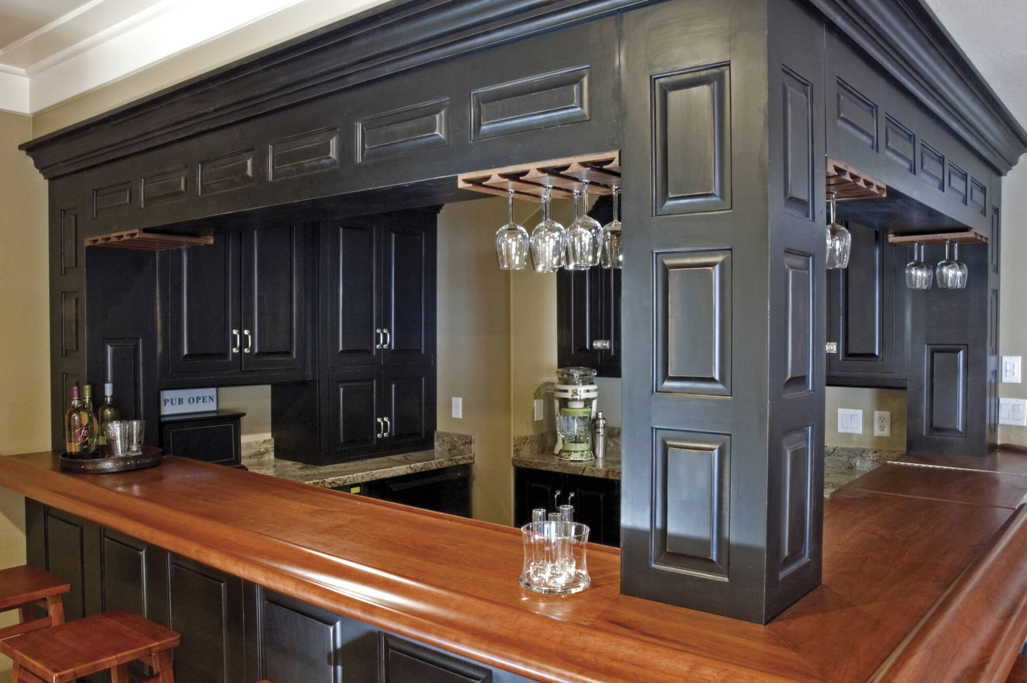 How To Set Up And Stock Up Your Own Home Bar