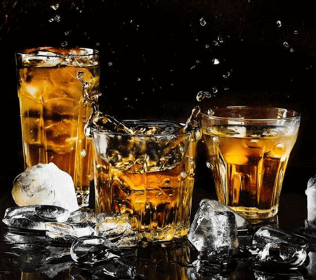 alcohol-alcoholic-beverage-bar-602750-562x500-2